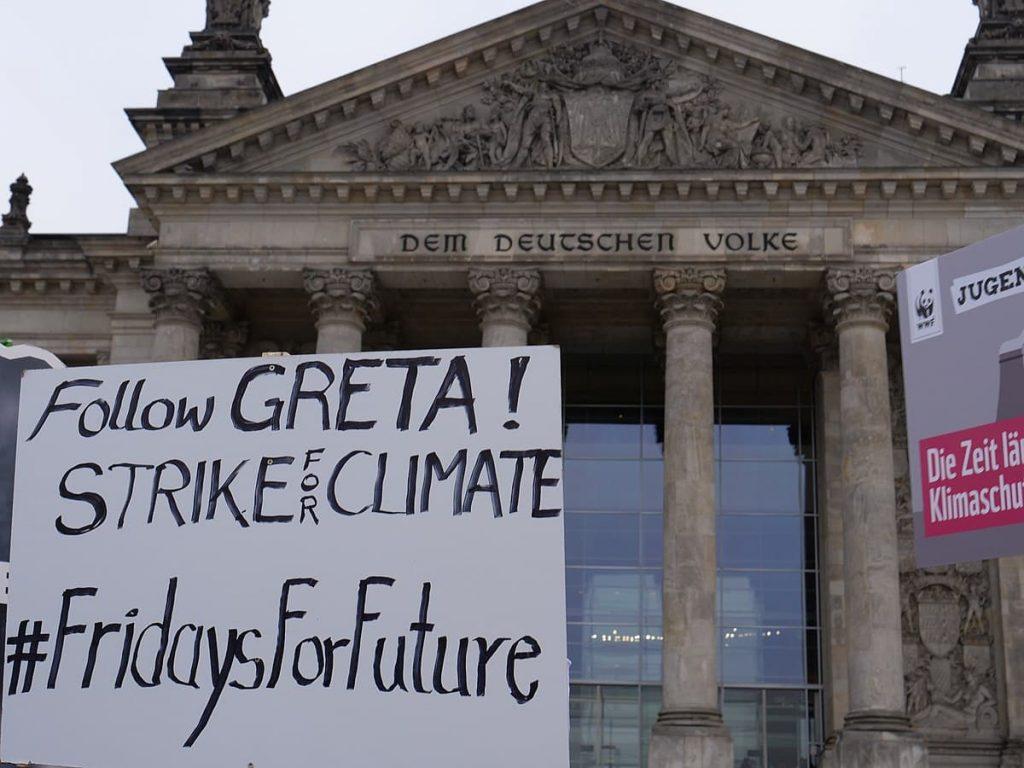 La jóven Greta Thunberg fue quien inició el movimiento de Viernes por el futuro