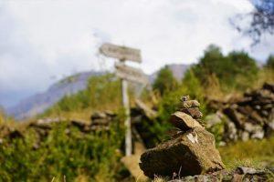 El senderismo es una de las actividades al aire libre que se pueden realizar en un viaje