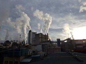 Las industrias aportan grandes cantidades de dióxido de carbono al aire
