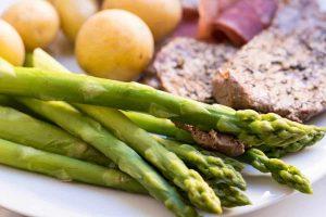 Consurmir alimentos de temporada y locales está dentro de los principios de la gastronomía sostenible