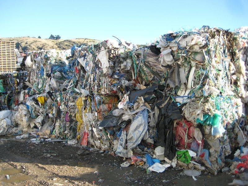 Los desechos de ropa son consecuencia de la fast moda