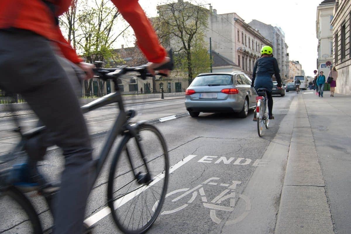 Trasladarse a pie, usar bicicleta y reducir el uso de transporte privado: claves para la movilidad sostenible