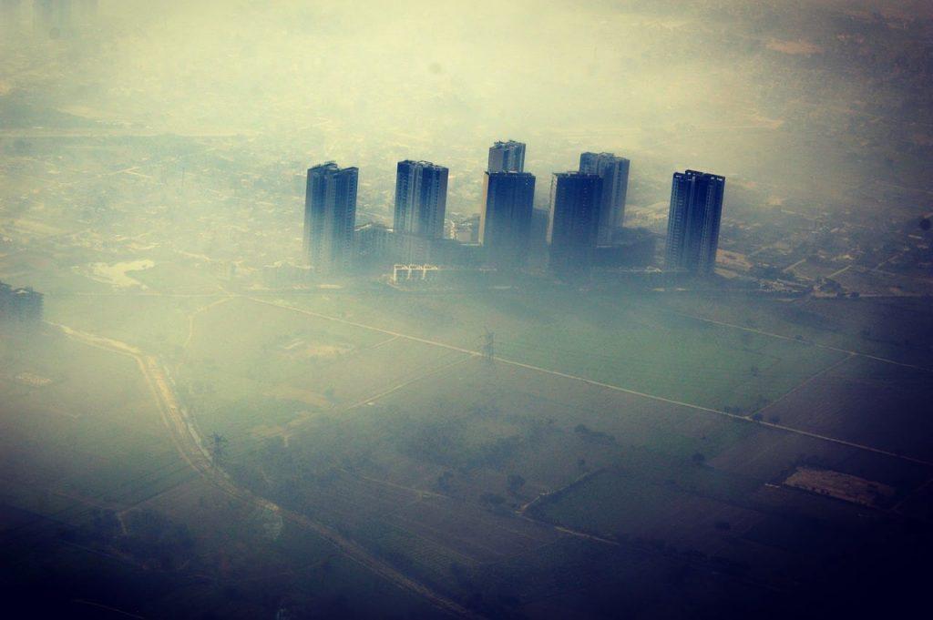 El uso masivo del automóvil aumenta la contaminación del aire en las grandes ciudades