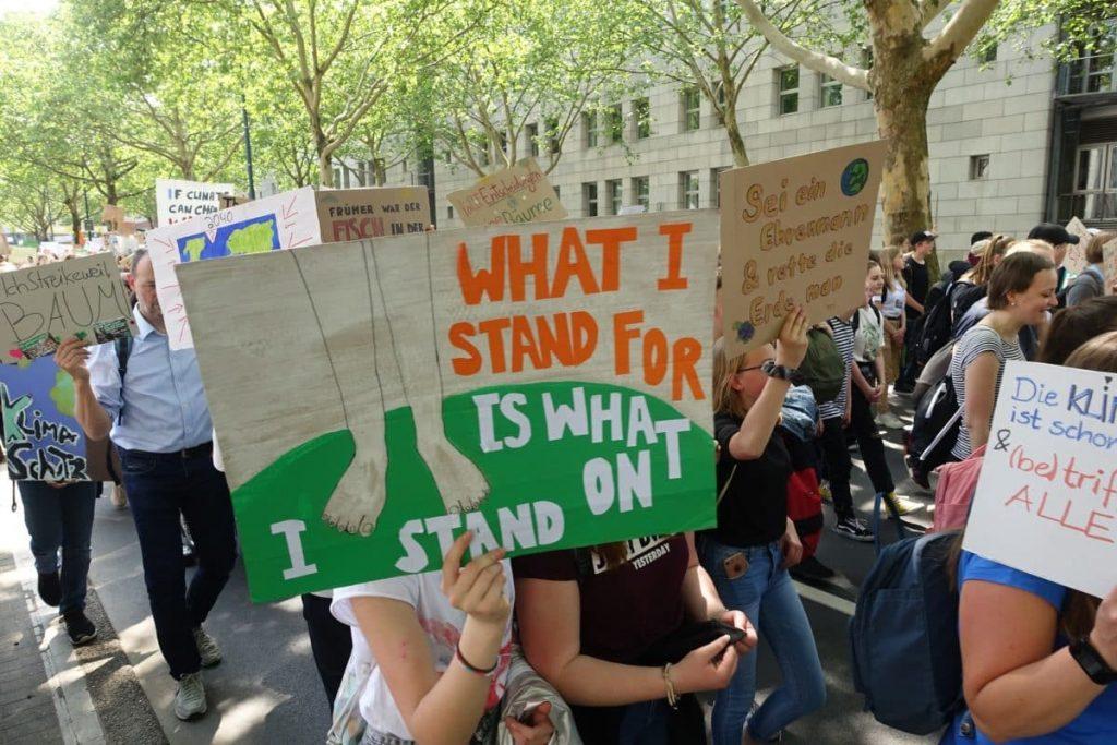 Las huelgas impulsadas por jóvenes en reclamo por acciones captan la atención mundial