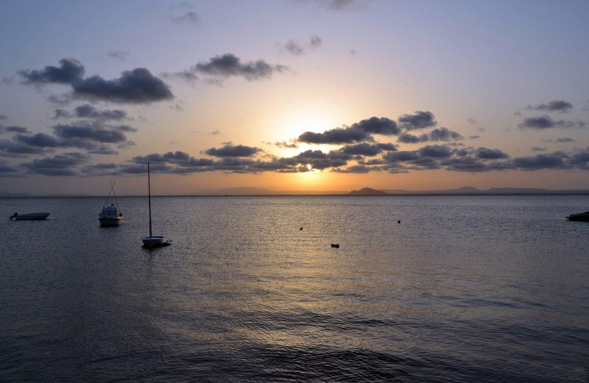 El mar menor es famoso por su clima y paisaje. Sin embargo, hoy es noticia por la cantidad de animales muertos en sus orillas