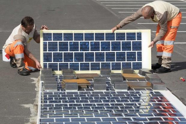 Cobertura de carreteras con paneles solares en Francia.