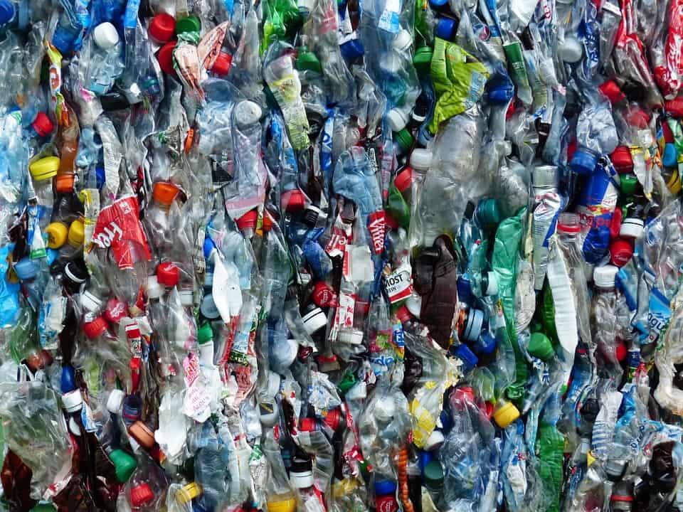 Evitar el uso de botellas plásticas para generar menos residuo