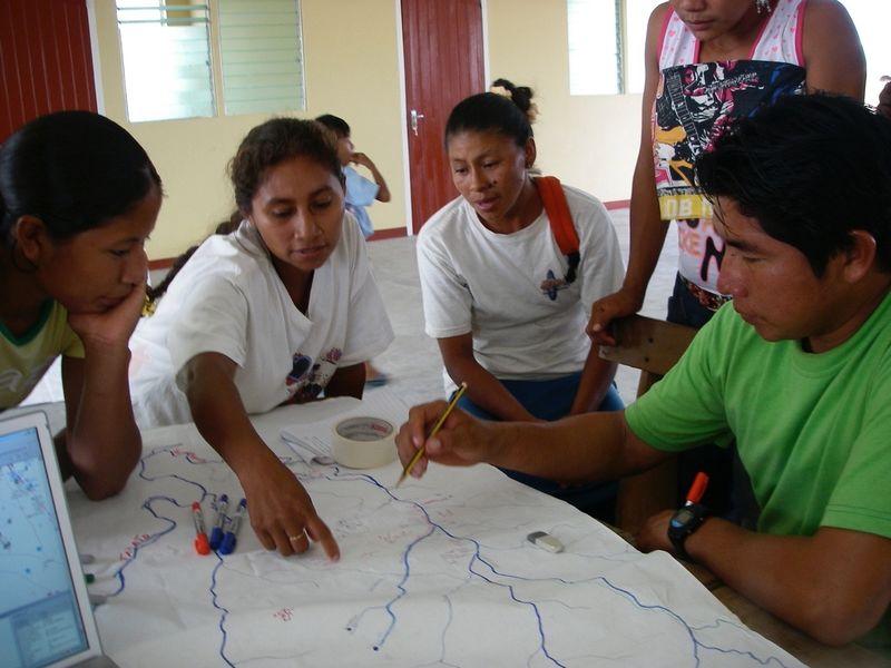 Tribu Wapichan construye Drones y cuida su hábitat de la tala ilegal de árboles.